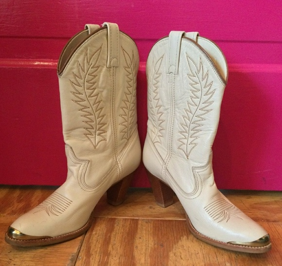 30daeb9ce2c EARLY 80S CRÈME ACME COWGIRL BOOT